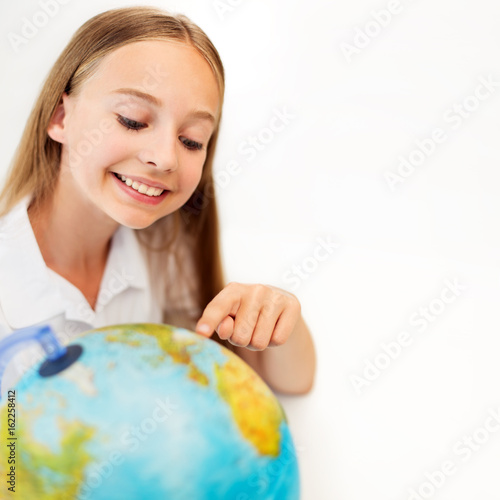 Plagát smiling student girl with earth globe