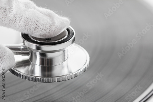 Concept of connoisseur of old music on vinyl with analog sound.