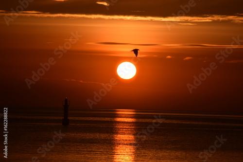 Wschód słońca - morze
