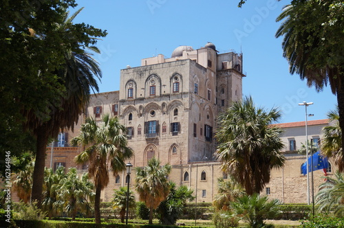 Spoed canvasdoek 2cm dik Palermo View over Palace of the Normans in Palermo