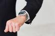 男性の手元 腕時計 ビジネス
