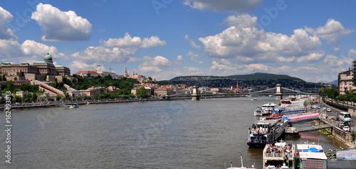 Donauschifffahrt - Anlegestelle der Donauschiffe
