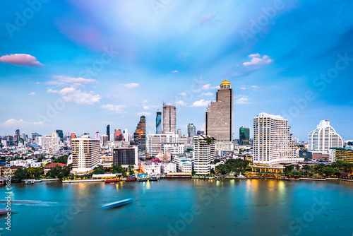 In de dag Bangkok Bangkok, Thailand Cityscape on the Chaophraya River.