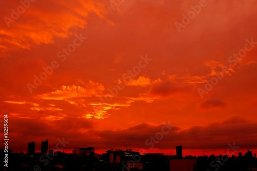 Foto op Canvas Rood traf. 幻想的な夕景と街並み