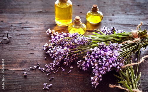 Fotobehang Lavendel Bunches of fresh lavender with essential oil
