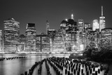 Fototapety Manhattan skyline seen from Brooklyn at night, New York City, USA.