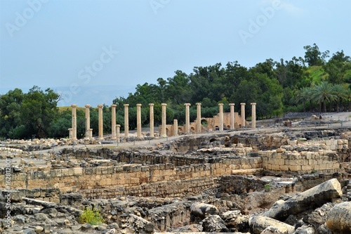 Ruine mit römischen Säulen