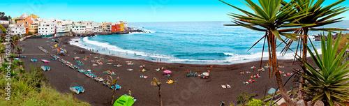 Poster Lichtblauw Playas de España.Paisaje pintoresco de playa y casas.Tenerife.Islas Canarias