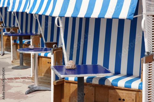 Strandkörbe mit Selbstbedienung an der Promenade von Dahme, Schleswig-Holstein