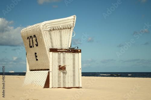 Strandkorb an der Ostsee - 162906856