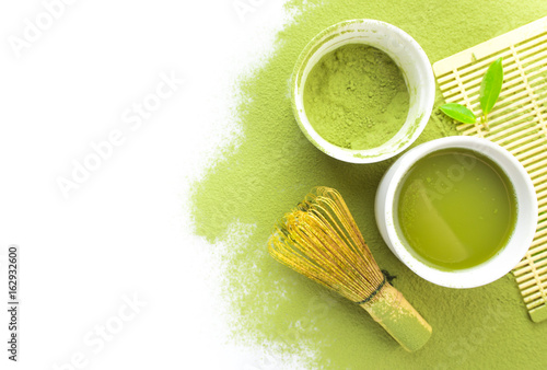 Fototapeta Green matcha tea in a bowl and bamboo whiskon isolated on white,top view