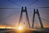 Wschód słońca nad nowym mostem w Krakowie
