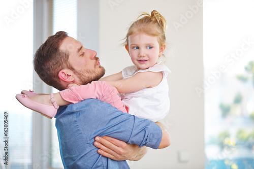 Familie mit alleinerziehendem Vater