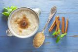 Milchreis mit Zucker und Zimt