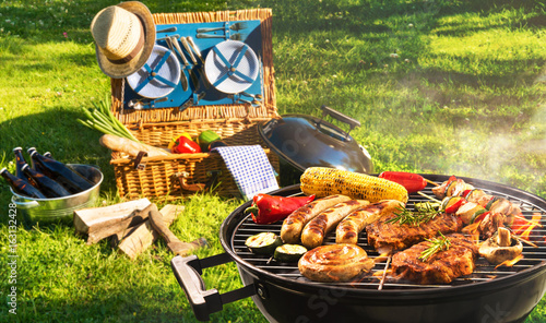 Barbecue picnic - 163132428