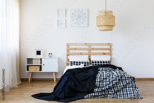 Black and white bedroom - 163154442