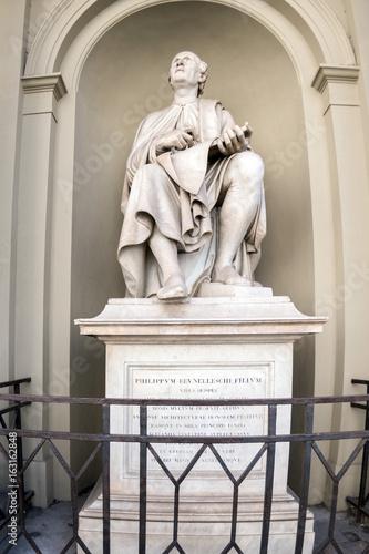Filippo brunelleschi statue in florence