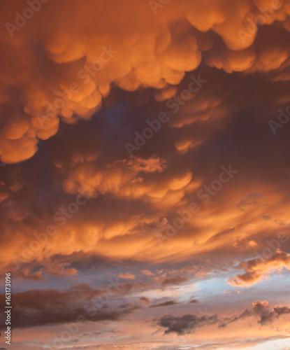 Foto op Canvas Baksteen Wolken am Himmel