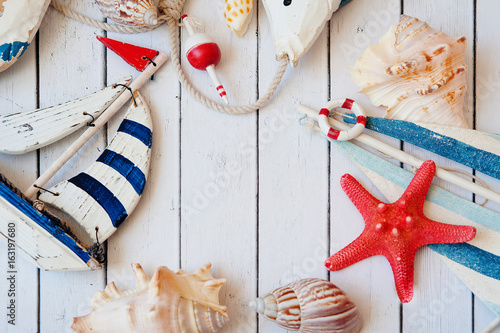 Poster Vlinders in Grunge Antique sail boat Toy model with rope and seashell on white wooden background - Nautical background