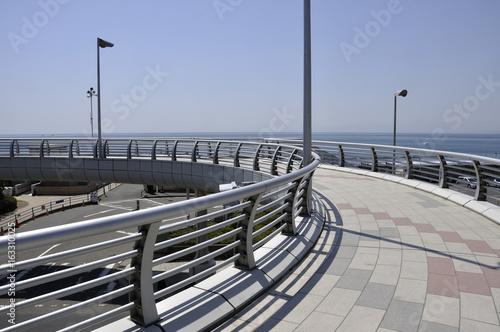 海辺の歩道橋