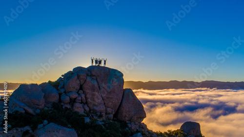 In de dag Ochtendgloren Rise above the clouds