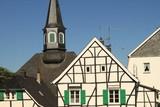 Bergisches Kleinod: Im historischen Stadtkern von Solingen-Gräfrath - 163354416