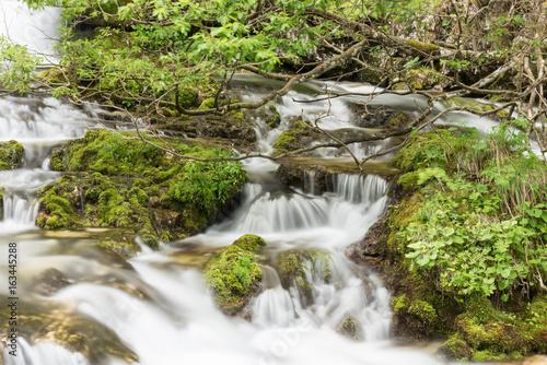 Fotobehang Bos rivier Crystalline water games. Fontanon of Goriuda. Chiusaforte, Friuli