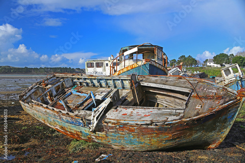 Wracks von Fischerbooten, Schiffsfriedhof von Rostellec, Bretagne, Frankreich