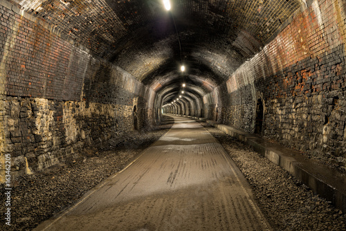 In de dag Long Dark Tunnel