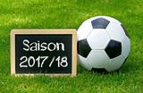 Fußball Saison 2017 2018 - Kreidetafel auf Fussball Rasen