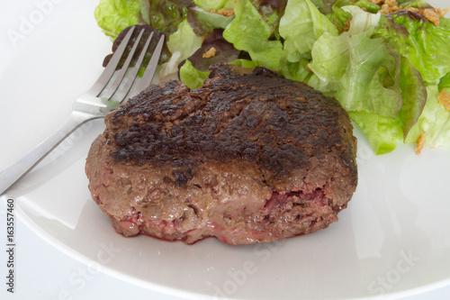 steak haché et salade