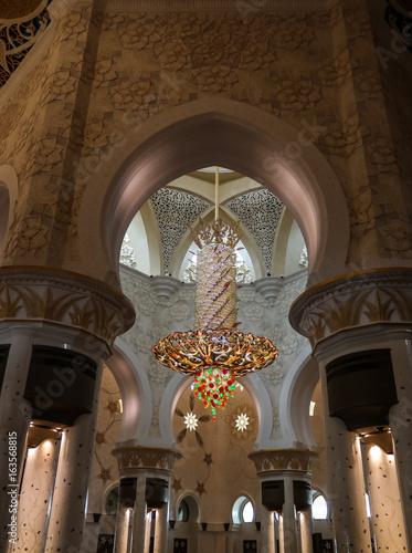 Papiers peints Abou Dabi Interior view to Sheikh Zayed Mosque in Abu-Dhabi, UAE
