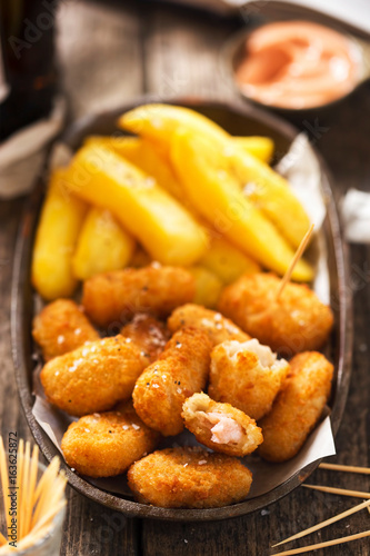 Scampi with french fries and ketchup mayo dip