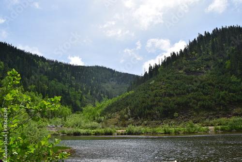 Красивый горный пейзаж в путешествии по хабаровскому краю