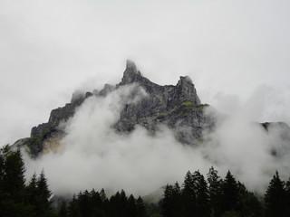 Montagne ennuagée