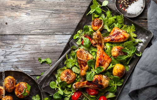 Spicy roasted chicken legs - 163791477