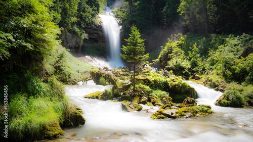 Wasserfall; Giessbachfälle im Berner Oberland bei Brienz, Schweiz