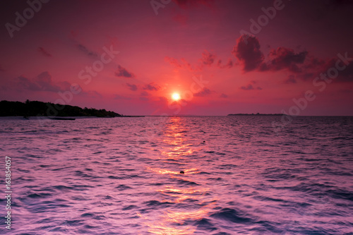 Foto op Canvas Crimson Romantic Sunset above the Ocean