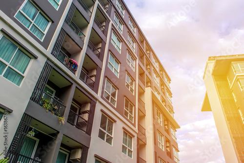 Nowoczesne budynki mieszkalne na zewnątrz lub Biuro Współczesnej Architektury w Mieście