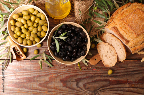 olive,bread and oil - 163925635