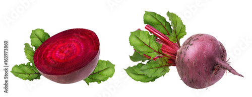 Keuken foto achterwand Verse groenten Beetroot with leaves isolated