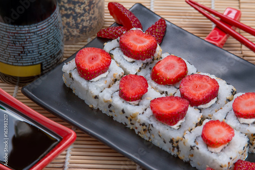 uramaki japanese Strawberry