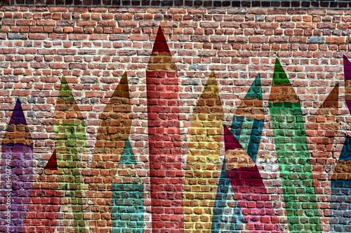 Graffiti, crayons de couleur sur un mur