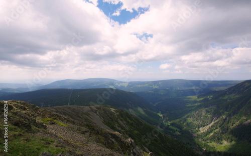 Karkonosze - widok ze Śnieżki na czeską część Sudetów - 164128254