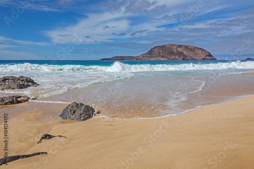 Fotobehang Canarische Eilanden Magnificent golden sand beach on Graciosa volcanic island, Lanzarote, Canary Islands, Spain