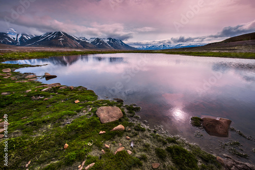 Plexiglas Lichtroze landscape of the Arctic Ocean and reflection with blue sky and mountains with snow on a sunny day, Norway, Spitsbergen, Longyearbyen, Svalbard, summer,