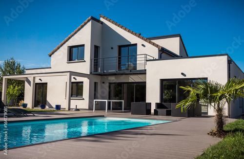 ładny współczesny dom
