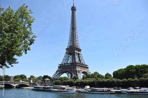 Torre Eiffel y rio Sena Photo by Jaume