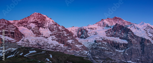 massif montagneux des Alpes bernoises