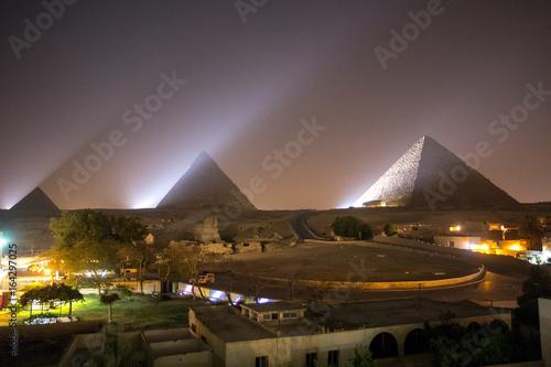 Poster The Great pyramid at night
